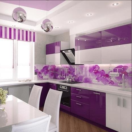 Кухня с стеклянным фартуком